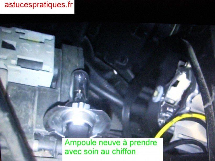 Extraction ampoule usagée/ pose de la neuve