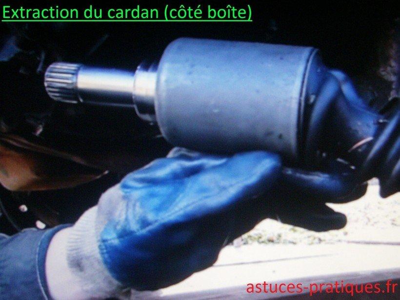 Extraction du cardan (côté boîte)
