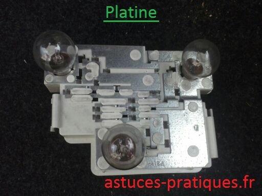 Platine déposée (changement éventuel d'ampoules)