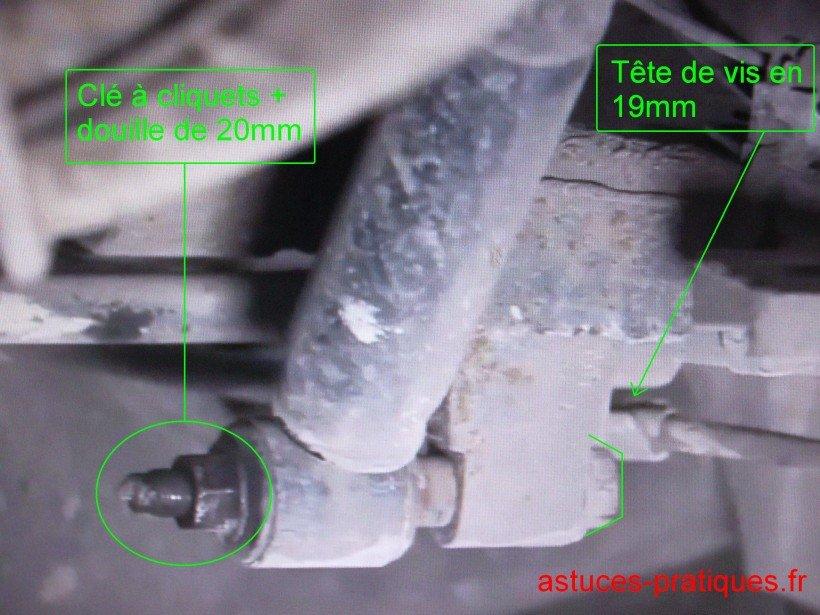 Dépose amortisseur arrière (bas)