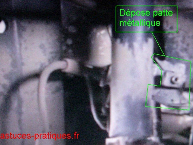 Patte métallique (dépose)