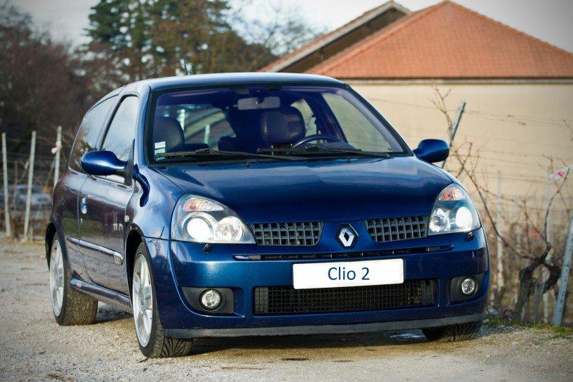 Ouverture capot sur Clio 2