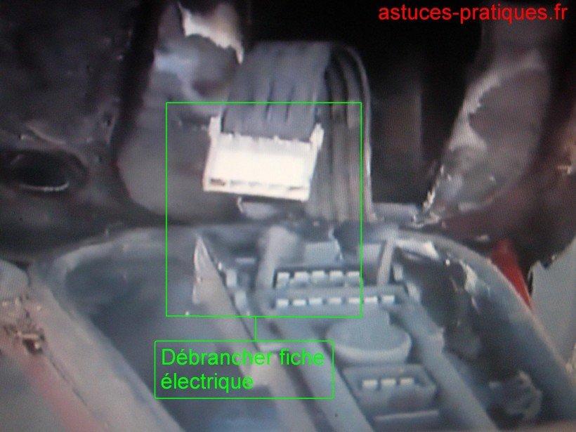 Déconnexion fiches électriques