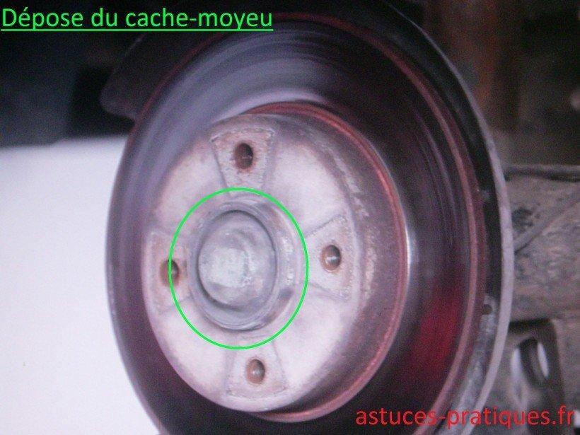Dépose du cache-moyeu
