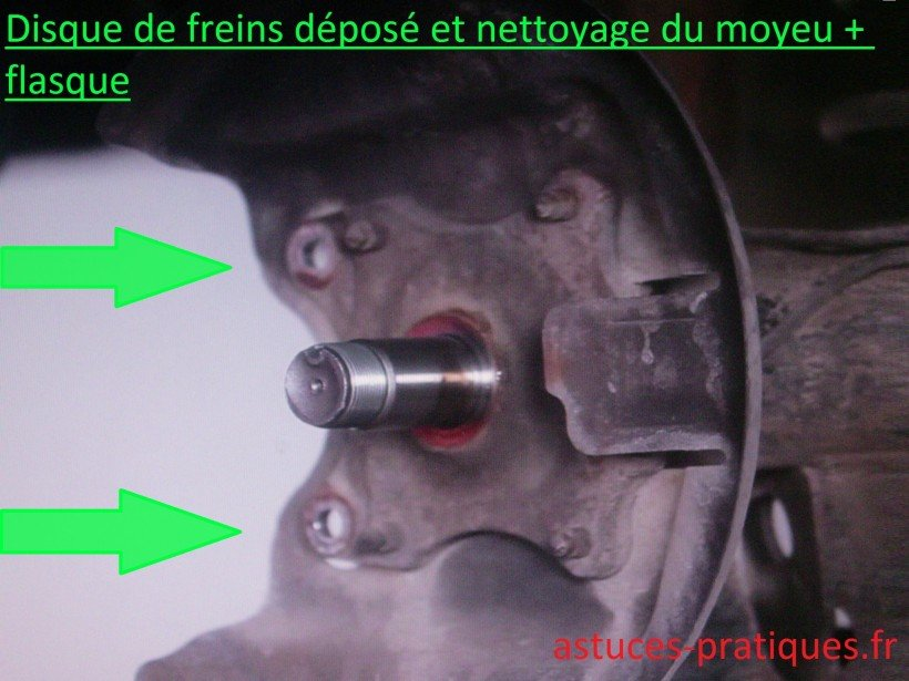 Disque de freins déposé / Nettoyage moyeu