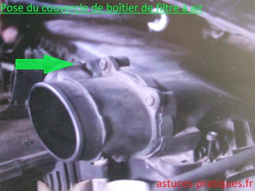 Pose du couvercle de boîtier de filtre à air
