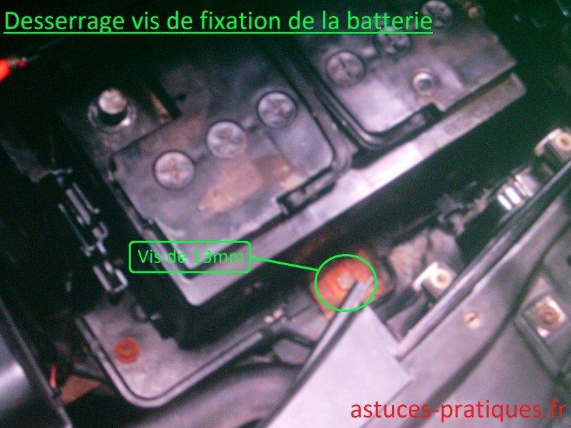 Desserrage vis de fixation de la batterie
