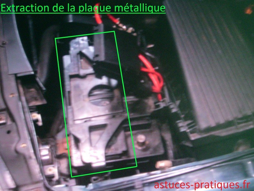 Extraction de la plaque métallique