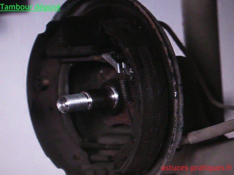tambours sur clio 2 remplacement des garnitures de frein cylindre de roue astuces pratiques. Black Bedroom Furniture Sets. Home Design Ideas