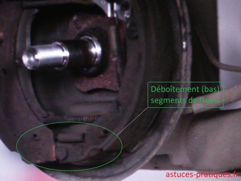 Dépose segments freins (bas)