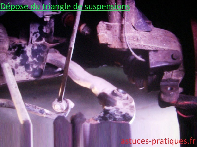 Dépose du triangle de suspensions