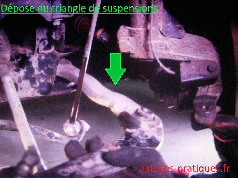 Dépose triangle de suspensions