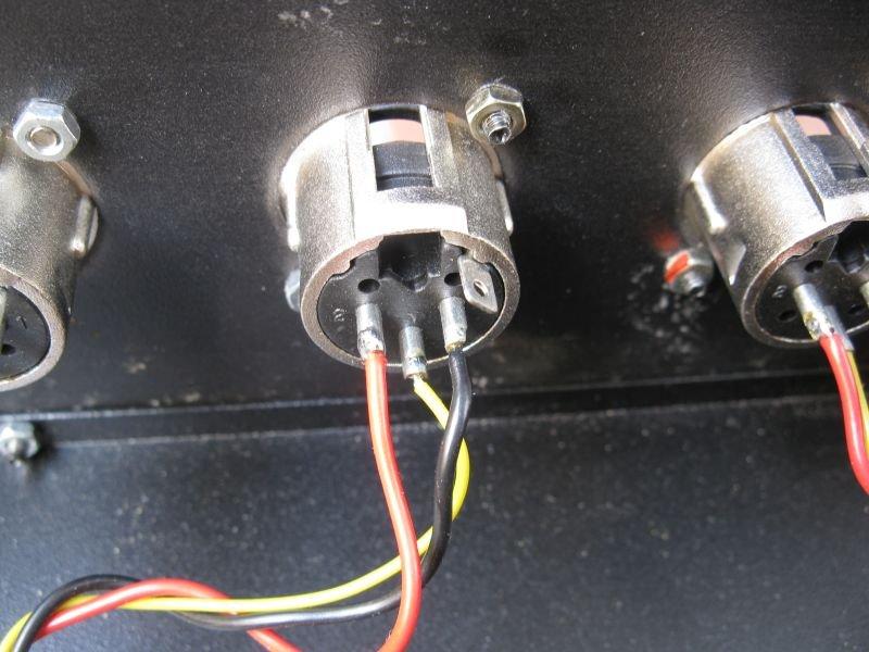 connecteur xlr male sortie