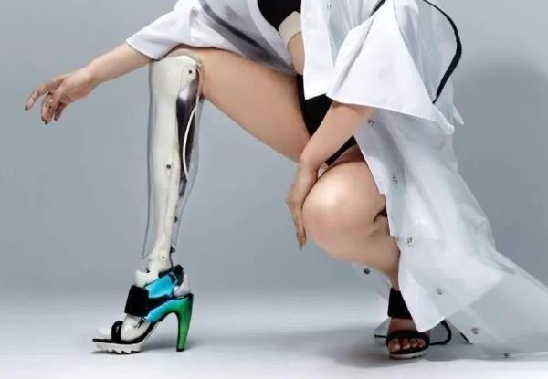 vallee etrange prothese