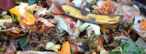 Faire un compost dans le jardin astuces pratiques - Que faire avec du marc de cafe dans le jardin ...