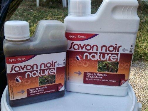 savon noir et bicarbonate au jardin