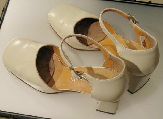 Assouplir un contrefort de chaussure en cuir
