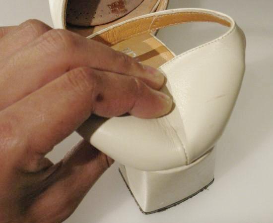 assouplir un contrefort de chaussure en cuir 2