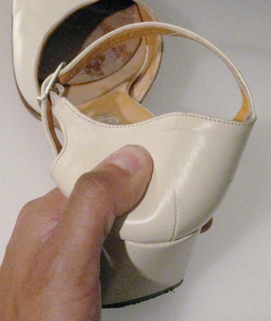 assouplir un contrefort de chaussure en cuir 3