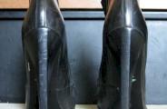 Casser le cuir d'une chaussure