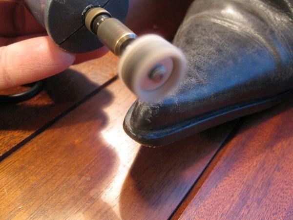 reparer eraflure sur chaussure en cuir 3