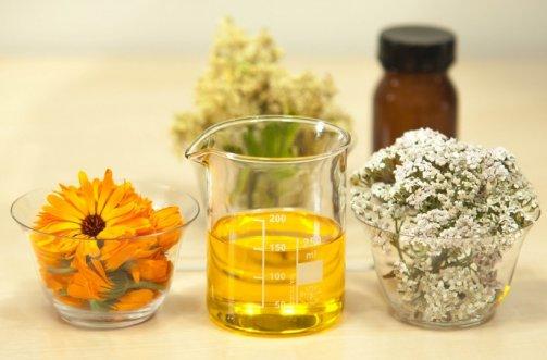 L'huile de ricin pour faire pousser les cheveux - Astuces Pratiques