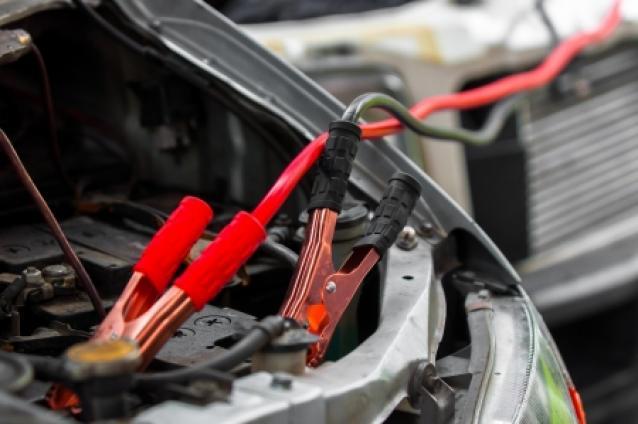 Brancher des câbles de batterie