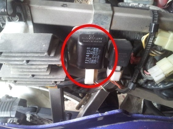 changer le relais clignotant sur gs 500 10