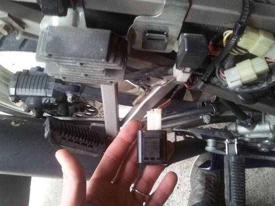 changer le relais clignotant sur gs 500 11