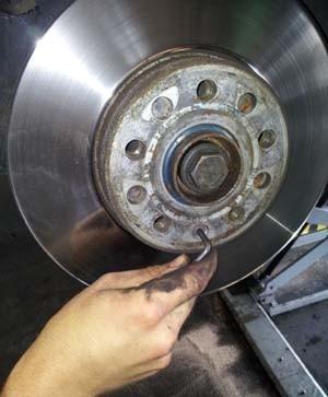 changer les disques et plaquettes de frein sur audi a3 8