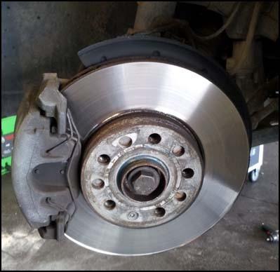 Changer les disques et plaquettes de frein sur audi a3 for Garage changement plaquette de frein