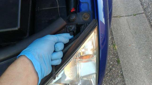 changer une ampoule avant ford mondeo 3 8