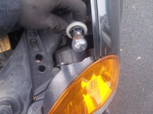 changer une ampoule de clignotant sur modus 4