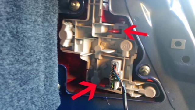 comment changer une ampoule arriere sur ford mondeo 3 4