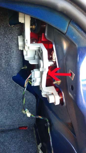 comment changer une ampoule arriere sur ford mondeo 3 6