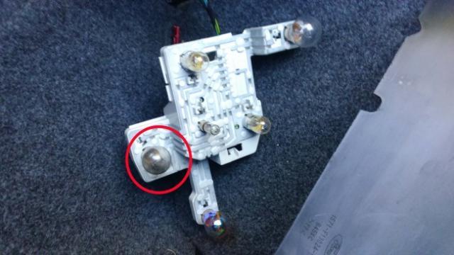 comment changer une ampoule arriere sur ford mondeo 3 7