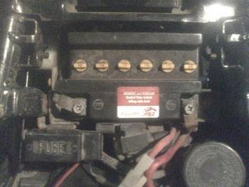 demonter une batterie de moto 0