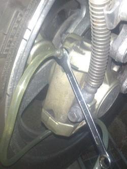 purge de frein sur moto 7