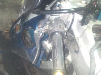 purger un embrayage hydraulique de moto 8