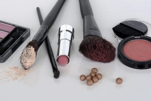 5 astuces de maquillage pour camoufler l acne 0
