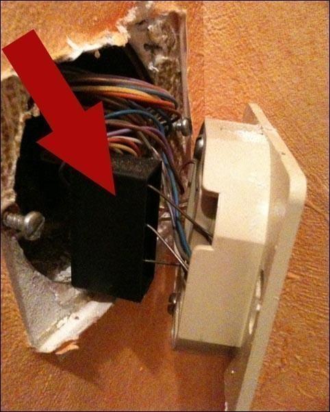 retirer le condensateur de la prise telephone pour internet 1