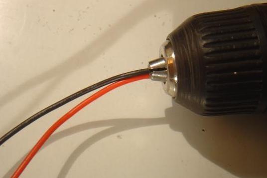 Torsader une paire de fil avec une visseuse 1
