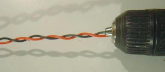 Torsader une paire de fil avec une visseuse 2