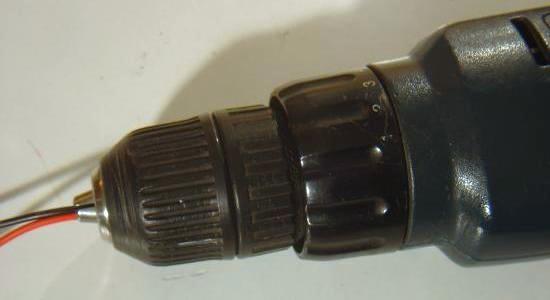 Torsader une paire de fil avec une visseuse 3