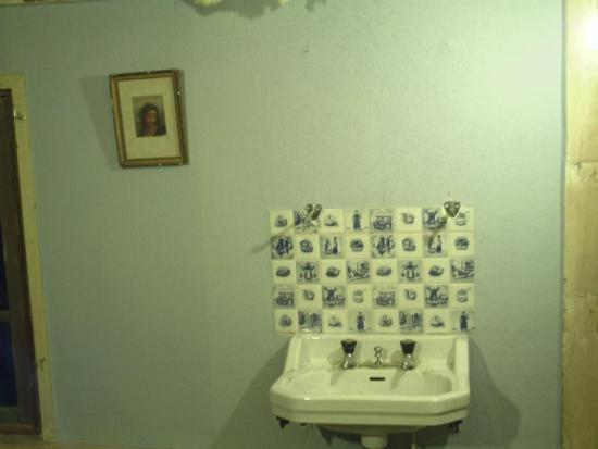 Comment poser du papier peint astuces pratiques - Installer du papier peint ...