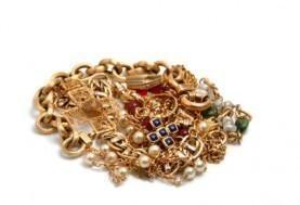 nettoyer et faire briller les bijoux en or