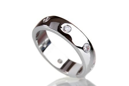 Nettoyer les bijoux en argent astuces pratiques for Astuce pour nettoyer des bijoux en argent
