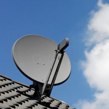 brancher 2 téléviseurs un récepteur satellite accrocher le dégagement de sécurité