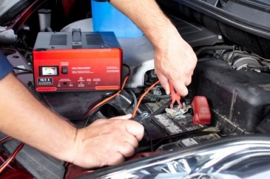 combien de temps pour recharger une batterie voiture avec chargeur