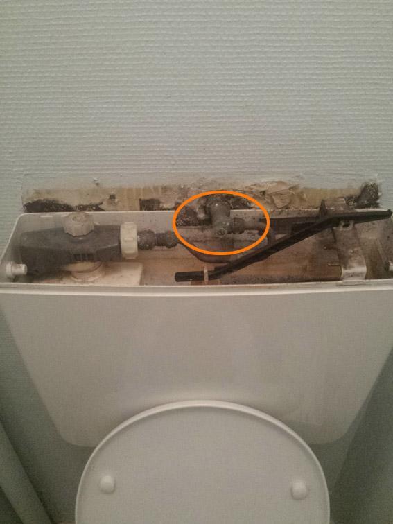 couper l arrivee d eau aux toilettes 4